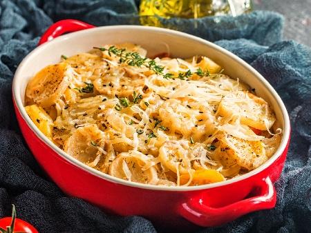 Запеканка от пресни картофки с пилешко бонфиле (или филе) и топено сирене на фурна - снимка на рецептата